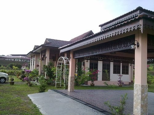 "Teratak ""Q"" Homestay, Trolak  Away From Hustle And Bustle"