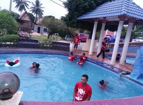 Kemunting Beach Resort in Melaka with swimming pool